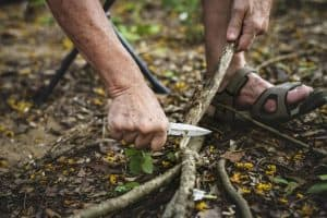 Best Bushcraft Knife Under 200 for Home and Survival [Updated Oct 2020]