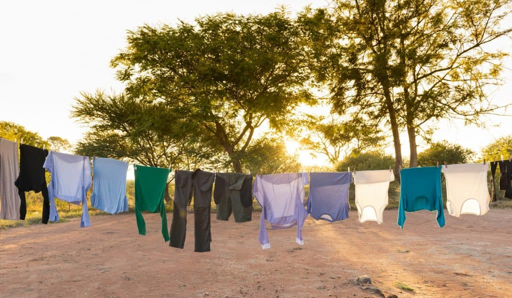 off-grid-washing-machine-outdoor-drying