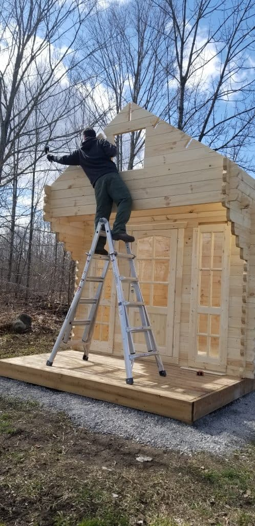 guest-cabin-Roof-going-on