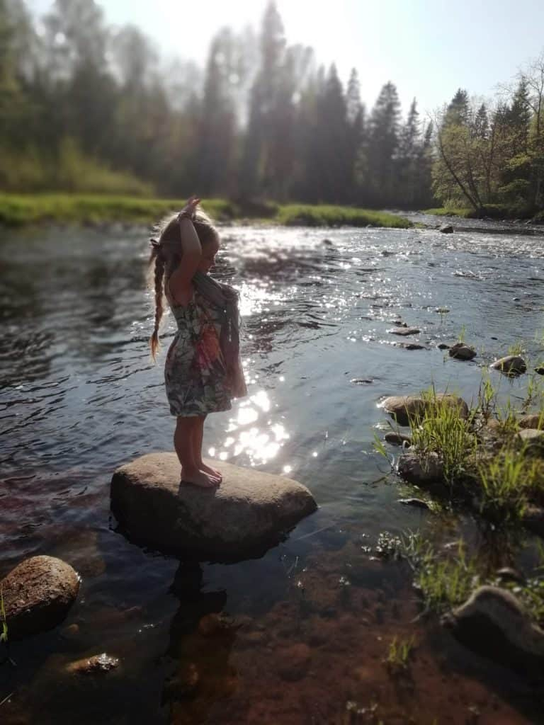 Nature-therapy-forest-bathing-river