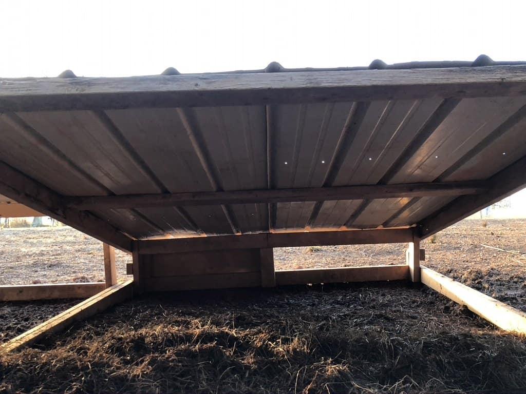 under-pig-hut-diy-shelter