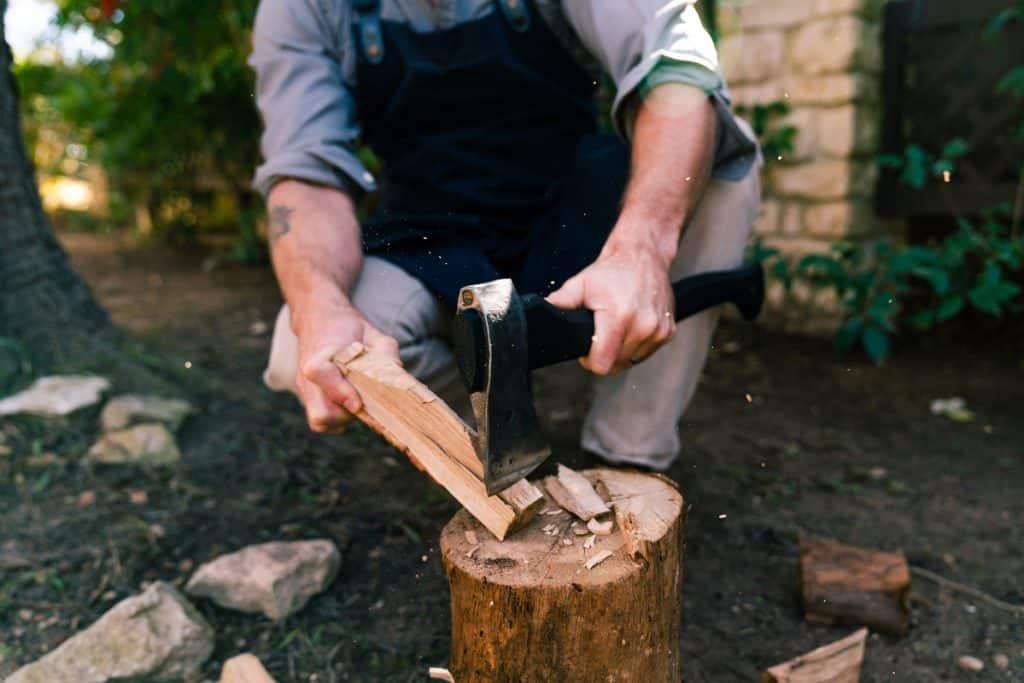 Ooni-Axe-blacksmith-swedish-steel-ash-handle