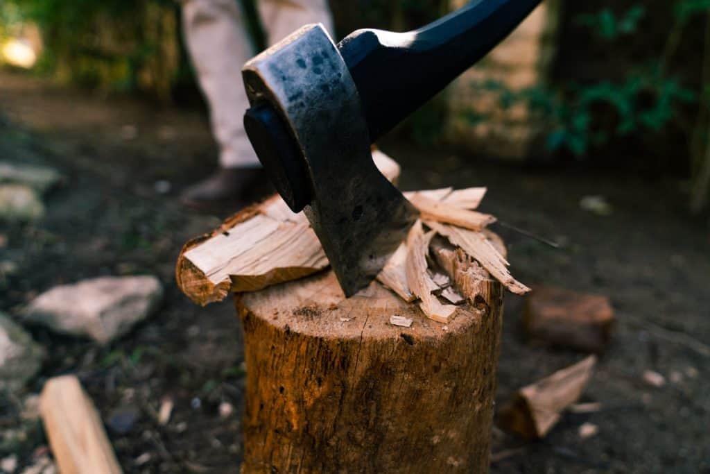 ooni-axe-hand-forged-blacksmith-swedish-steel