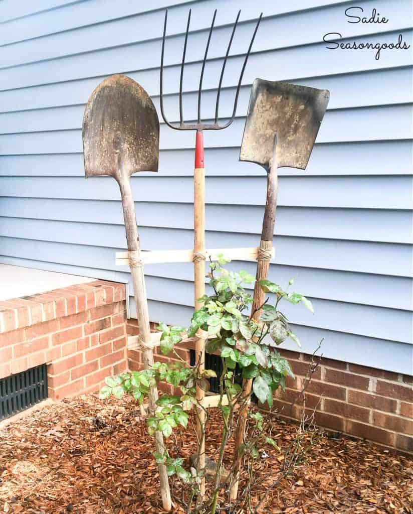diy-garden-trellis-from-vintage-garden-tools