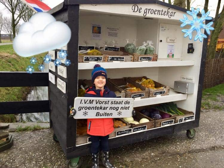 de-groente-kar-vegetable-roadside-stall