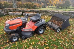 Best Lawn Mowers Made in America – 9 Push Mowers and Riding Mowers!