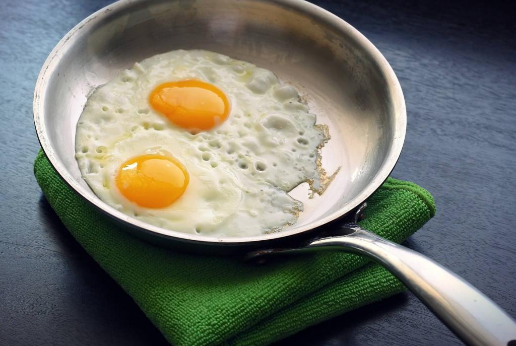 sunny-side-up-eggs-skillet