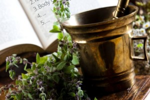The Herbal Academy's Introductory Course Review [Pros and Cons!]