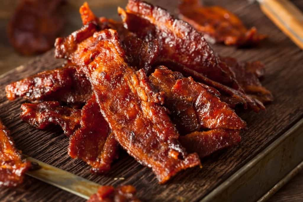 delicious-homemade-bacon-jerky-dried-meat