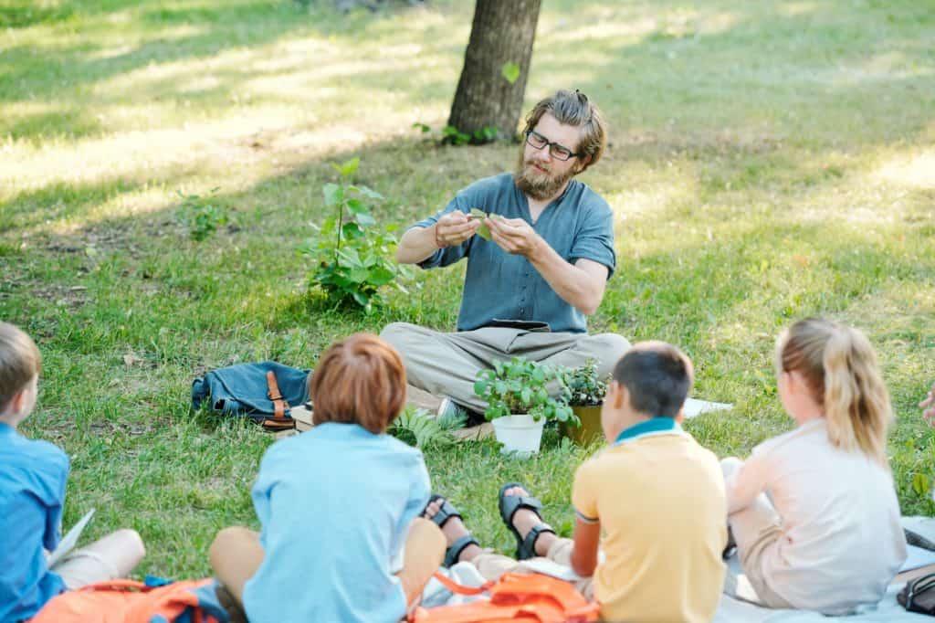 teacher-Explaining-photosynthesis-process-to-kids
