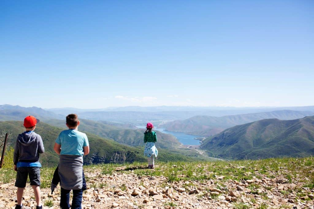 learn-how-to-hike-for-kids-outdoors