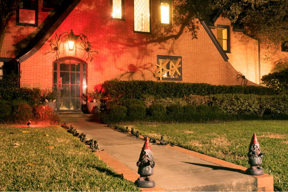 creepy garden gnomes house decorations halloween