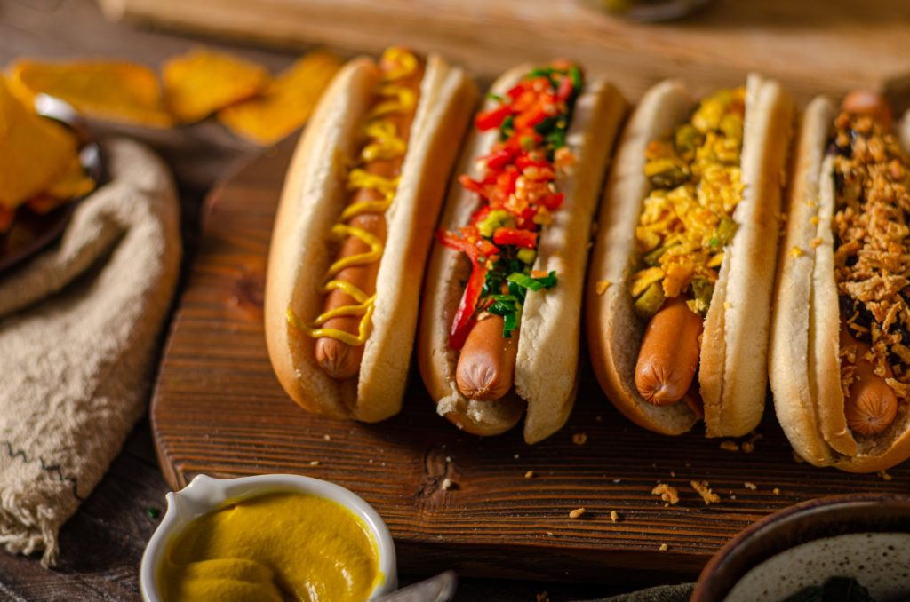 grilled-hot-dogs-with-topings