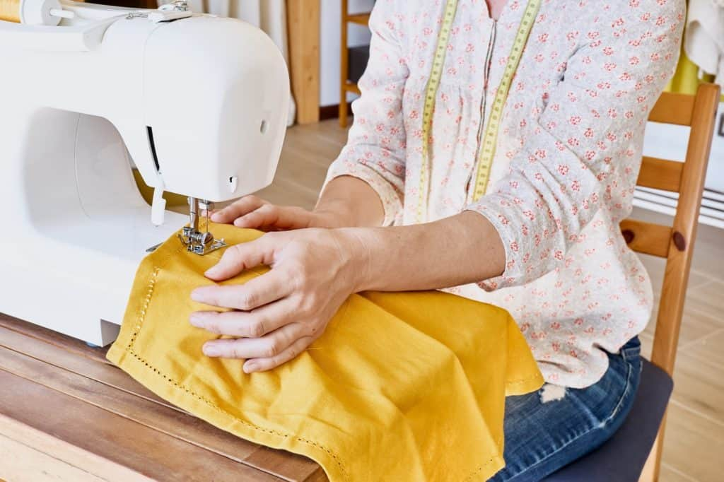 handmade-clothes-sewing-machine