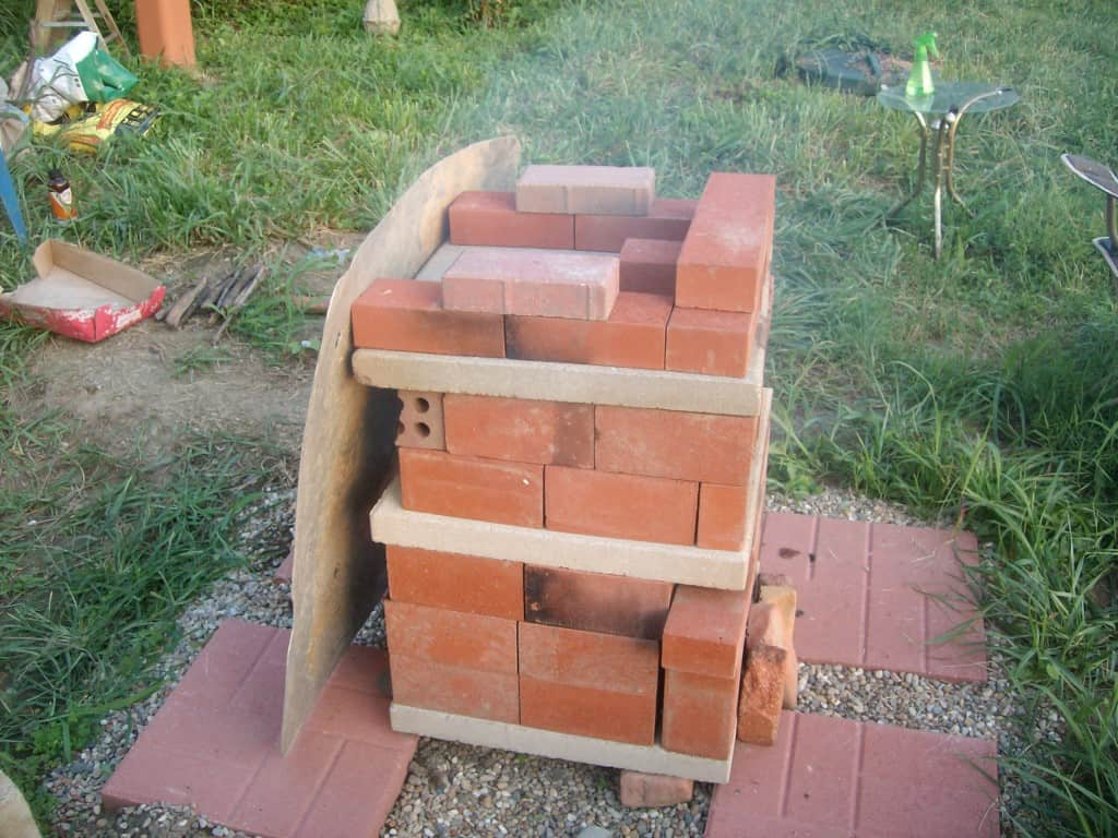diy-brick-outdoor-pizza-oven-from-side